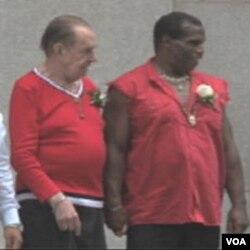 Jedan od homoseksualnih parova vjenčan na Manhattan-u, prvog dana nakon legalizacije takvih brakova