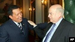 Tiempos alegres en Miraflores entre Chávez y el secretario Insulza.