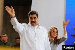 니콜라스 마두로 베네수엘라 대통령과 부인 실리아 플로레스 여사가 지난 25일 베네수엘라 수도 카라카스에서 열린 행사에 참석하고 있다.