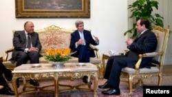 Госсекретарь США Джон Керри с президентом Египта Абделем аль-Сиси
