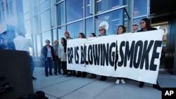 2018年11月14日民眾在BP的美國總部外為氣排示威。