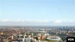Gambar komputer Taman Olimpiade London 2012 yang dibuat Olympic Park Legacy Company bulan Oktober 2010. Biaya pembangunan fasilitas Olimpiade naik 110 juta dolar.