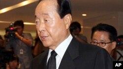 지난 2009년 8월 18일 김대중 전 대통령 빈소에 도착하던 김영삼 전 대통령(자료사진)