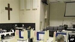 6일 공화당 예비선거가 열린 오하이오 주에서 투표하는 유권자.