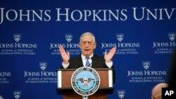 짐 매티스 미국 국무장관이 19일 워싱턴 존스홉킨스 국제관계대학원(SAIS)에서 열린 토론회에서 미국의 새 국가안보전략에 관해 밝혔다.