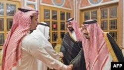 جمال خشوگی کے صاحبزادے صالح کی سعودی فرماں رواں شاہ سلمان سے ملاقات کی ایک تصویر جسے سعودی عرب کی سرکاری نیوز ایجنسی نے جاری کیا تھا۔