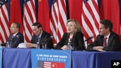From left, Chinese State Councilor Dai Bingguo, China's Vice Premier Wang Qishan, Secretary of State Hillary Rodham Clinton, and Treasury Secretary Timothy Geithner take part in a joint meeting of the US-China Strategic and Economic Dialogue (S&ED), Tues