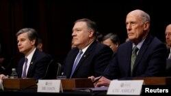 De gauche à droite, le directeur du Federal Bureau of Investigation (FBI), Christopher Wray, le directeur de l'Agence centrale de renseignement (CIA), Mike Pompeo, et le directeur du renseignement national (DNI), Dan Coats, attendent de témoigner devant le Comité sénatorial du renseignement à Capitol Hill à Washington, 13 février 2018.