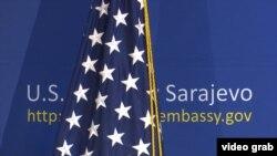 Zastava Sjedinjenih Država u Ambasadi u Sarajevu