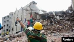 Vụ sập tòa nhà 8 tầng Rana Plaza ở Savar trong đó có 5 xưởng may ở bên trong đã làm thiệt mạng 400 người.
