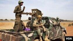 Des soldats de l'armée malienne, le 1er juin 2017. (VOA/ Service bambara)