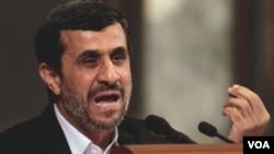 Presiden Iran, Mahmoud Ahmadinejad, berpidato di University of Havana, Kuba (11/1).