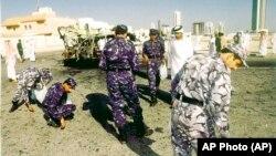 Sabiq Çeçenistan lideri Zəlimxan Yandarbiyevin partlayış nəticəsində qətlə yetirildiyi ərazi. Doha, Qətər.13 fevral, 2004-cü il. (AP Photo)