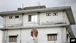 A resident walks past the compound where U.S. Navy SEAL commandos reportedly killed al-Qaida leader Osama bin Laden in Abbottabad May 5, 2011 (file photo)