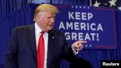 រូបឯកសារ៖ ប្រធានាធិបតីអាមេរិកលោក Donald Trump ធ្វើយុទ្ធនាការឃោសនានៅក្រុង Fayetteville រដ្ឋ North Carolina កាលពីថ្ងៃទី០៩ ខែកញ្ញា ឆ្នាំ២០១៩។