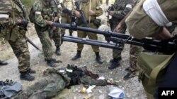 Бойцы российского спецназа обнаружили тело погибшего боевика. Дагестан (архивное фото)