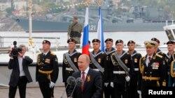مغربی ذرائع ابلاغ کے مطابق کرائمیا پہنچنے پر روسی صدر کا استقبال ایک فاتح کے طور پر کیا گیا