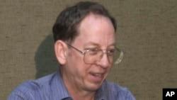 북한에 억류된 미국인 관광객 제프리 에드워드 파울 씨가 지난 1일 미국 `APTN' 과의 인터뷰에서 자신의 석방을 위한 미국의 적극적인 역할을 촉구하고 있다.