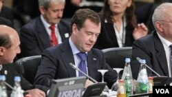 Presiden Rusia Dmitry Medvedev menghadiri KTT NATO di Lisabon, Portugal, 20 November 2010.