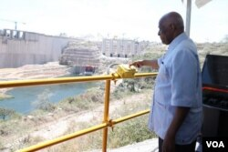 Angola José Eduardo dos Santos na barragem de Lauca (arquivo)