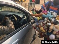A street vendor accepts bond notes in Harare, September 2017.