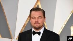 Leonardo DiCaprio arrive à la cérémonie des Oscars, 28 février, 2016