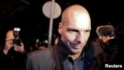 27일 그리스 아테네에서 야니스 바루파키스 신임 재무장관이 선서식을 위해 대통령궁으로 들어서고 있다.