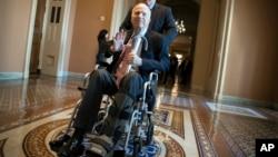 El senador John McCain, está hospitalizado por efectos secundarios del tratamiento de un cáncer cerebral. Se desconoce si estará presente para la votación la semana próxima de la reforma de impuestos republicana.