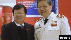 Phó Thủ tướng Việt Nam Trịnh Đình Dũng (trái).
