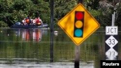 Un dique construido para proteger el pueblo de Princeville de las inundacionesfalló por segunda vez en menos de 20 años.
