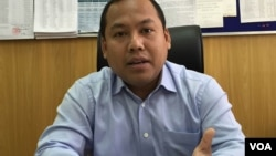Phnom Penh Municipality spokesman Long Dimanche talked to VOA khmer about renovating the sewage system in Phnom Penh, Cambodia. (Phorn Bopha/VOA Khmer)