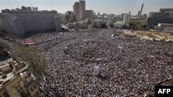 На площади Тахрир празднуют свержение старого режима
