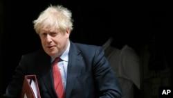 英國首相約翰遜離開唐寧街10號,前往參加每週在議會舉行的首相問答會。(2020年7月15日)