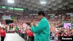 委内瑞拉总统马杜洛(中)