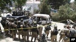 22일 테러가 발생한 카불 인근 호텔 주변에 배치된 아프가니스탄 정부군.