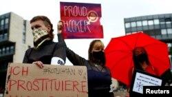 Arşîv:Dîmeneke ji protestoyên dijî tedbîr û qedexeyên vîrusa korona li Almanya
