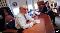 美國總統川普1月26日星期四第一次乘坐空軍一號。