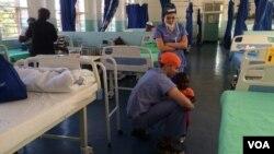 Sebemelele ukuhlinzwa abantu esibhedlela seMpilo Hospital.