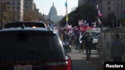 Limuzina predsednika Trampa prolazi kroz centar Vašingtona, 13. novembra 2020.