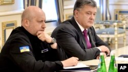 Secretary of Ukraine's National Security and Defense Council Oleksander Turchynov (L) is seen with Ukraine's President Petro Poroshenko at a session of the council in Kyiv, Ukraine, Aug. 11, 2016.