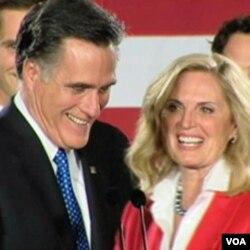Mantan Gubernur Massachusetts, Mitt Romney dan isterinya, Ann Romney.