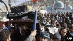 Cuộc tấn công tự sát nhắm tấn công người Hồi giáo Shia tại thủ đô Kabul giết chết 55 người.