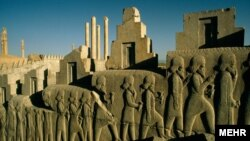 بناهای تاریخی ایران یکی از جاذبه های گردشگری آن کشور است