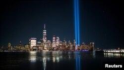 Ánh sáng Tòa Tháp Đôi tại New York, ngày 11 tháng Chín.
