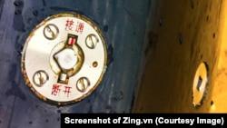 Chữ Trung Quốc khắc trên quả ngư lôi được tìm thấy ngoài biển Phú Yên. (Ảnh chụp màn hình Zing.vn)