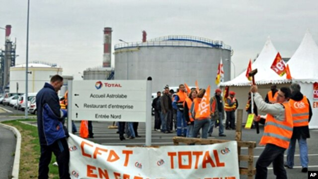 Strikers from the Donges' Total refinery and the nearby oil depot set up a blockade at the entrance of the refinery to protest against the French government pension reform in Saint-Nazaire, western France, 15 Oct. 2010