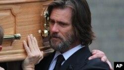 Según la demanda impuesta el actor habría suministrado, con un nombre falso, drogas a Cathriona White, quien murió de sobredosis en 2015.