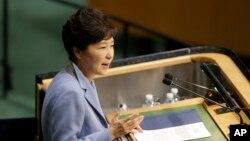 28일 박근혜 한국 대통령이 제70차 유엔 총회에서 기조 연설을 하고 있다.