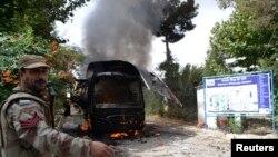 chiếc xe buýt chở nữ sinh bị đánh bom ở Quetta, Pakistan, ngày 15/6/2013.