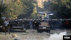 Los manifestantes retomaron la Plaza Tahrir en El Cairo donde permanecen acampados desde hace tres noches.